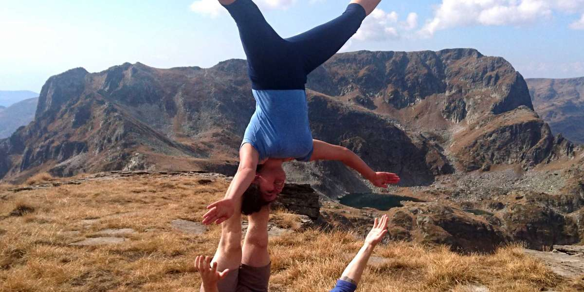 Acroyoga in the mountains